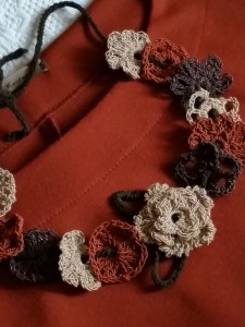 Collana camelia_fili e forme