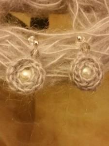orecchini di lana mohair e perle