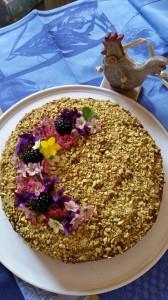 Torta al cioccolato con ganache al gianduia ricoperta di granella di pistacchi