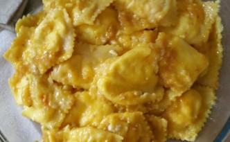 Tortelli con pomodorini del piennolo e colatura di alici