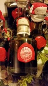 Finalmente e' pronta la produzione di aceto balsamico tradizionale di Modena dell'acetaia Debbi Vanni. Ora possiamo mettere in cantiere qualche buona ricetta!