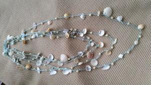 Collana di conchiglie e perline